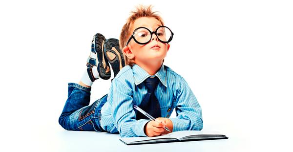Imagen de un niño con gafas