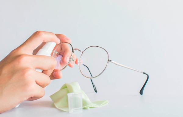 Limpia tus gafas o lentes de contacto